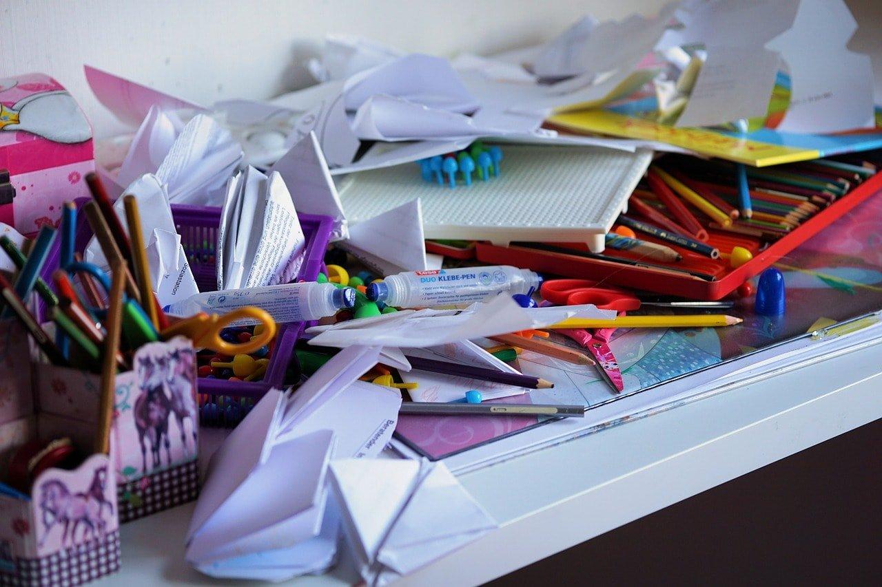 crayon-clutter-